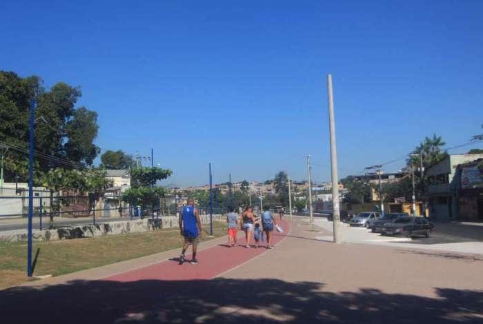 Antes e depois da ciclovia, em São João de Meriti, que liga o Centro aos bairros Tomazinho, Eng. Belford e São Mateus
