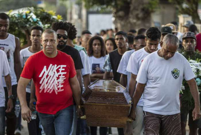 Ryan Nascimento, 16 anos, foi sepultado em Ricardo de Albuquerque