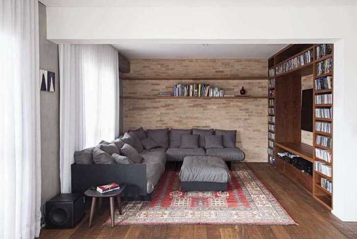 Para criar um ambiente bacana, especialistas sugerem que o morador utilize objetos coloridos, caso opte por mobiliários neutros