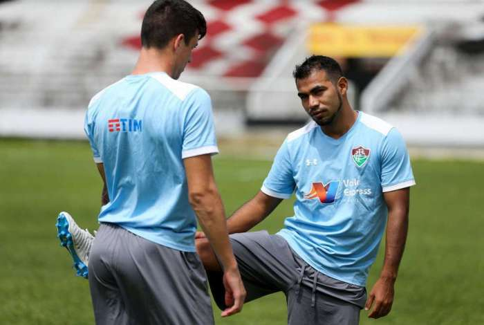 Sornoza participa de treino no Estádio do Arruda: meia vai para o jogo