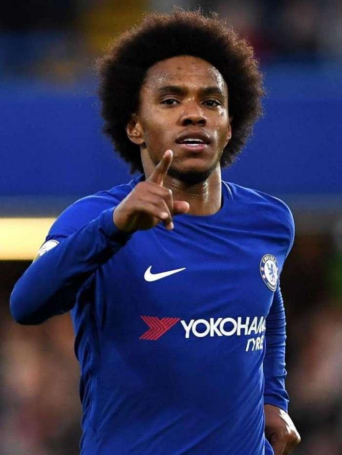 Willian chega cinco dias atrasado ao Chelsea