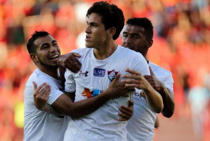 Pedro fez os dois gols da vitória do Fluminense