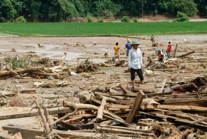 Tempestade provocou inúmeros deslizamentos de terras
