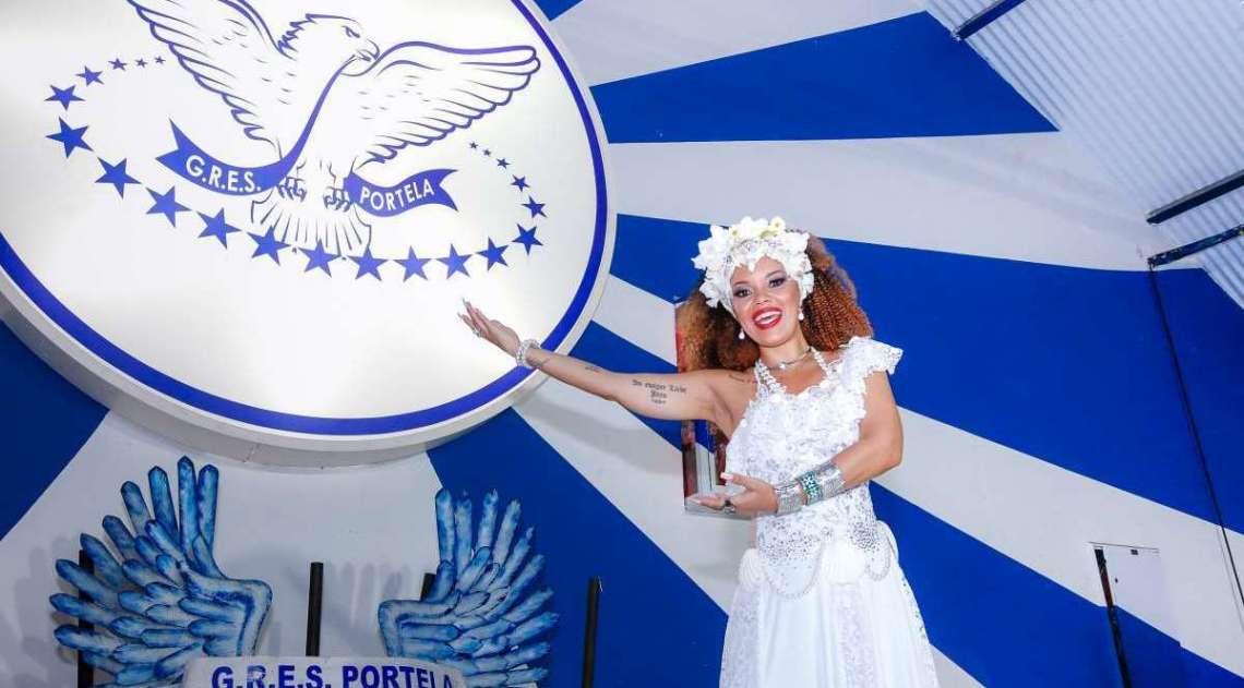 Porta-bandeira da Portela homenageia Clara Nunes em ensaio fotográfico