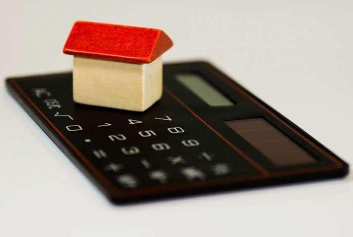 Um dos erros mais frequentes é a falta de atualização do valor do imóvel, o que pode levar a multas