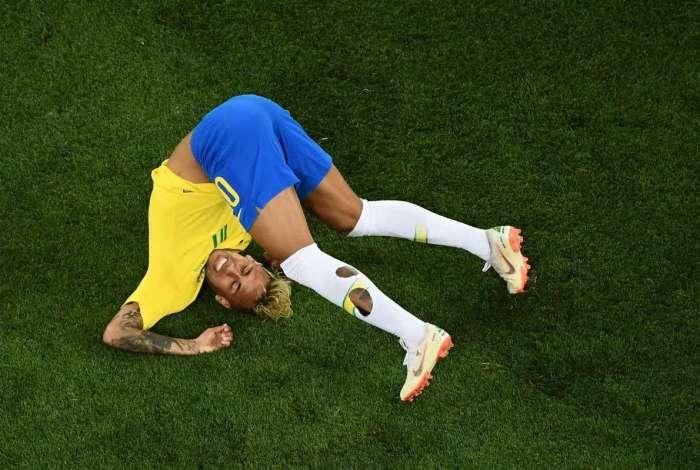 """Neymar terminou a Copa com fama de """"cai-cai"""""""