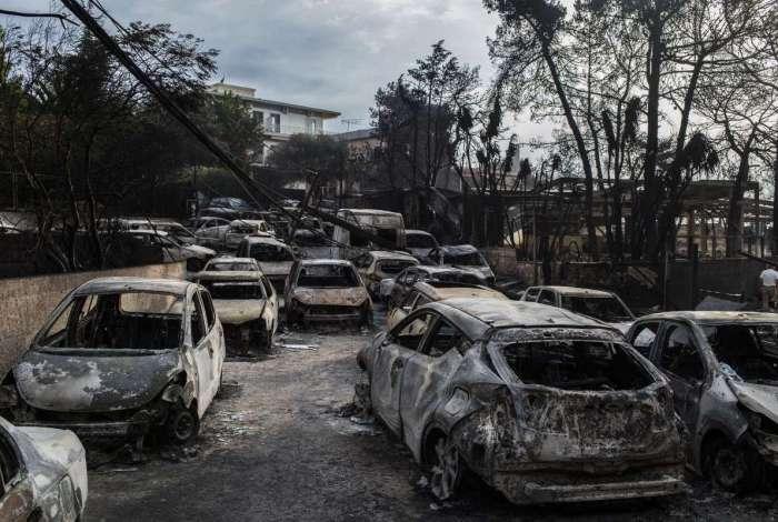 Incêndios na Grécia já deixam 81 mortos. Autoridades falam de 'sérios indícios' de 'atos criminosos'