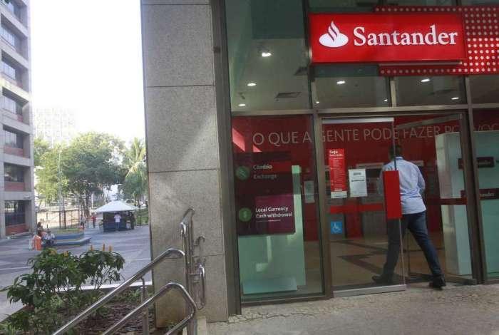 O procedimento deve ser feito nas agências do banco Santander