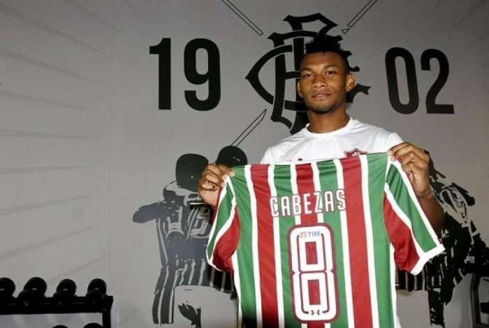 8b4f196323 Fluminense anuncia contratação do atacante equatoriano Bryan Cabezas ...