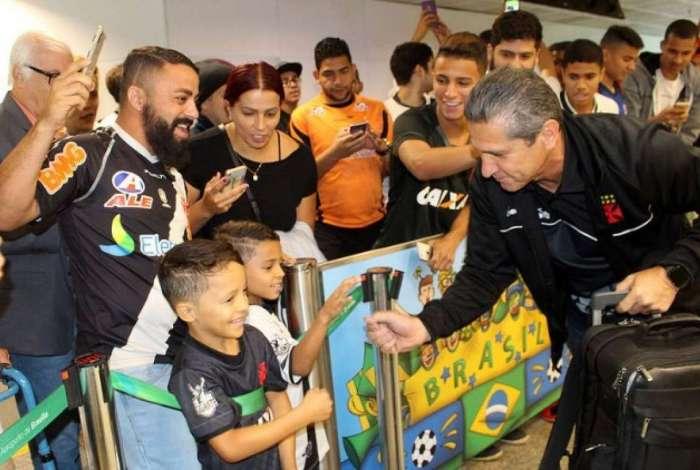 Jorginho é assediado por torcedores do Vasco