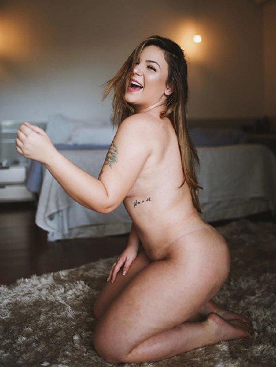 Ana Carolina Dias Pelada Fotos ex-bbb cacau posta foto nua e recebe elogios: 'corpão lindo