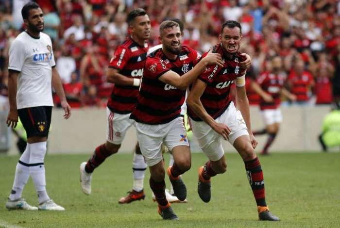 Réver comemora seu gol durante a partida entre Flamengo x Sport