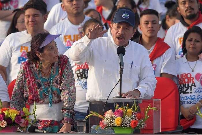 Presidente da Nicarágua, Daniel Ortega, discursa ao lado da mulher, a vice-presidente  Rosario Murillo