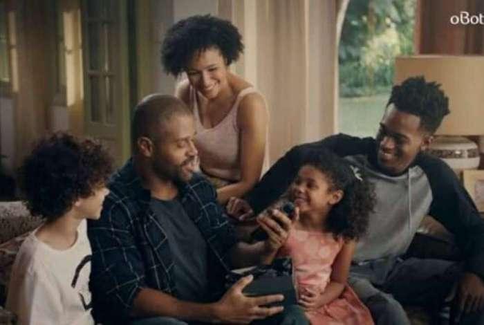 Protagonizada por família negra, campanha do Dia dos Pais do Boticário é alvo de ataques racistas