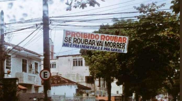 Faixa de 'proibido roubar' foi colocada na Rua Marang�. Medida foi comentada nas redes sociais