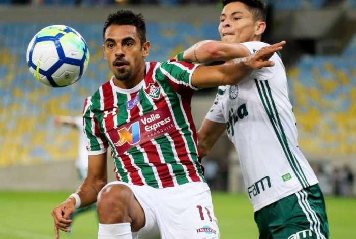 Júnior Dutra em campo contra o Palmeiras