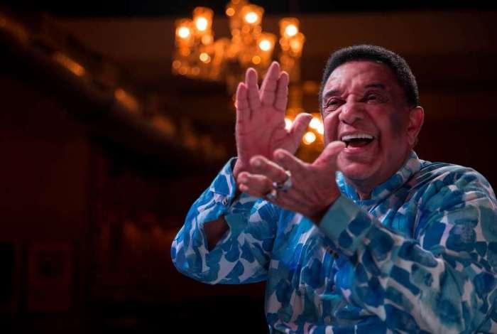 Agnaldo Timóteo: em tributo à memória de Dalva, no palco do Rival