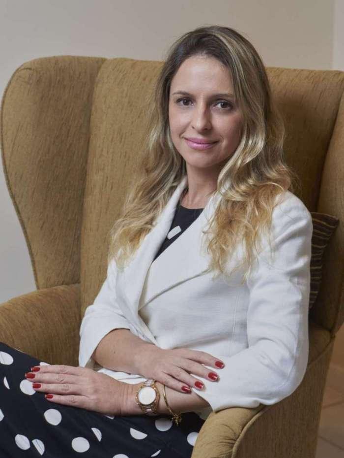 Maio/2017.A psicanalista Renata Bento no seu consult�rio na Barra da Tijuca..Foto: Selmy Yassuda