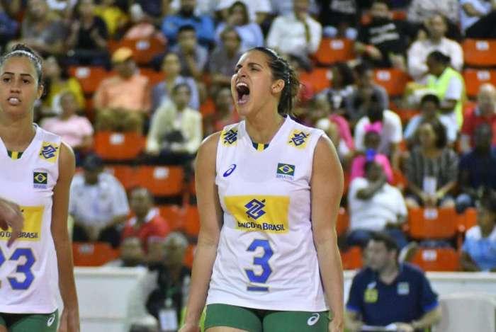 A levantadora Dani Lins em ação pela seleção brasileira de vôlei