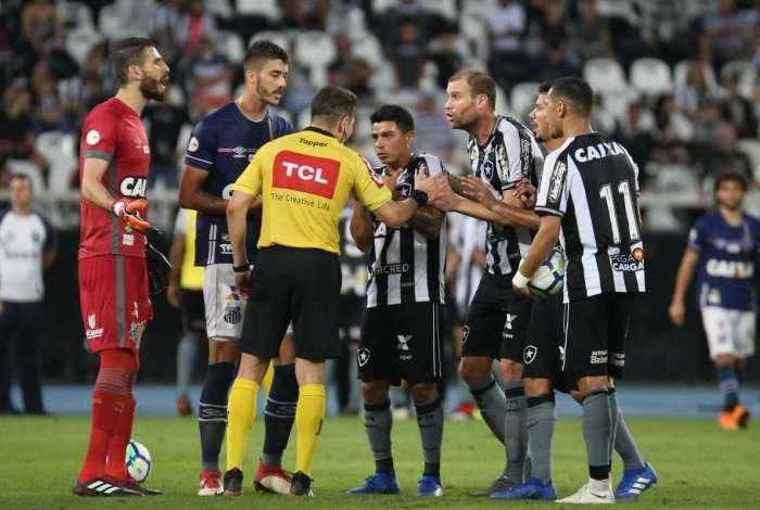 Botafogo x Santos acabou em polêmica