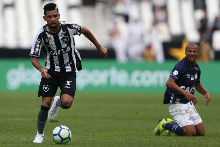 Botafogo enfrentou o Santos neste sábado pelo Campeonato Brasileiro