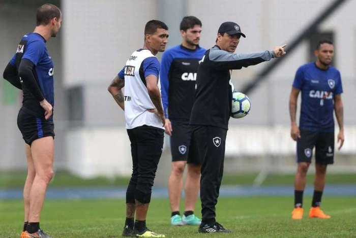 Zé Ricardo fará sua estreia pelo Botafogo