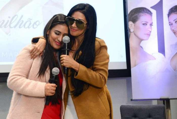 Ao lado da irmã Simone, Simaria participa de entrevista coletiva para falar sobre sua volta aos palcos