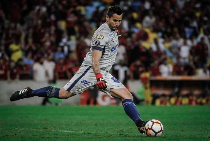 08/08/2018 - AGÊNCIA DE NOTÍCIAS - PARCEIRO - O goleiro Fábio do Cruzeiro, durante partida contra o Flamengo, válida pela Copa Libertadores 2018, realizada no estádio do Maracanã, no Rio de Janeiro, na noite desta quarta-feira (08).