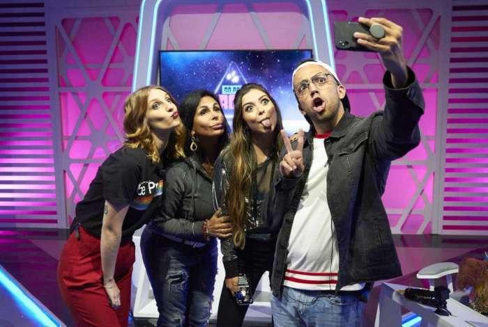 No alto, os apresentadores Gabie Fernandes, Lucas Rangel e Thalita Meneghim. Acima, Gretchen em uma participação no programa