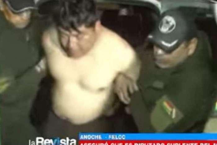 Depudado é preso nu em aeroporto