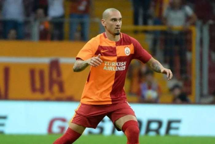 Maicon defende o Galatasaray