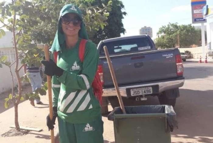 Vanderlucia Santos é gari e conseguiu ser aprovada em Biomedicina