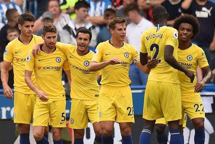 Chelsea bateu o Huddersfield por 3 a 0 e estreou com vitória no Campeonato Inglês