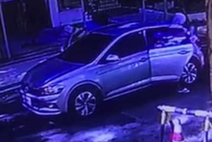Criminosos roubam carros em Laranjeiras