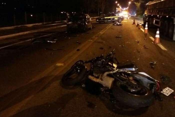 Colisão frontal entre carro e moto matou policial em rodovia de Volta Redonda