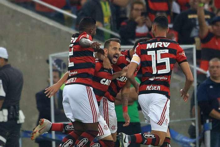 Flamengo venceu e se classificou