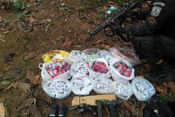 Drogas apreendidas pela Polícia Militar durante operação no Morro do Estado