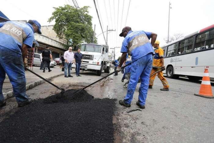Crivella inicia mutirão do asfalto em mais de 200 ruas da cidade