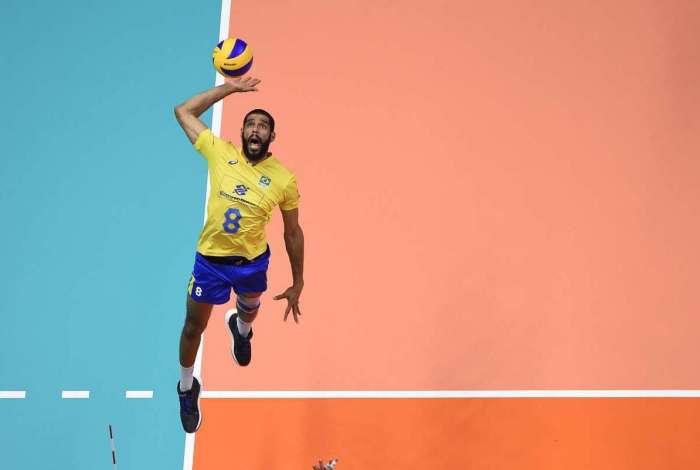 Wallace em ação pela seleção brasileira de vôlei