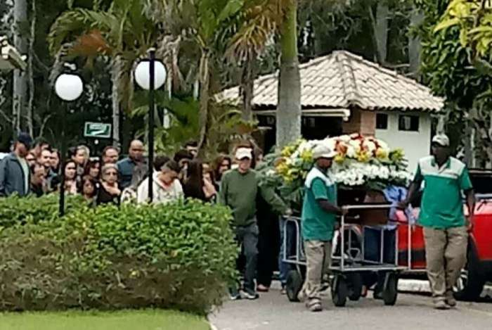 Karina Garofalo é enterrada em Volta Redonda