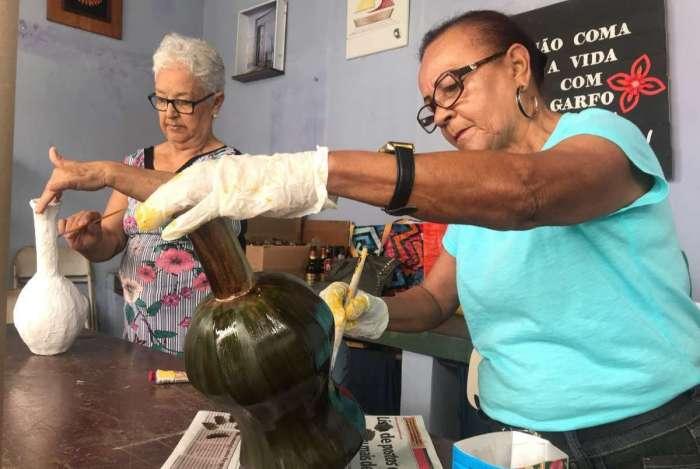 Em Campos, artesanato é um dos cursos nas Casas de Convivência