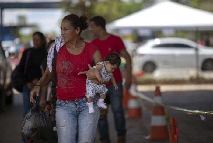 Refugiados venezuelanos em Roraima, no ponto de imigração da fronteira