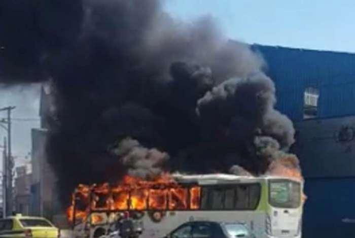 Incêndio em ônibus na Linha Amarela