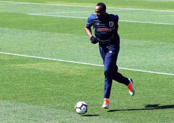 Thirty-one-year-old eight-time Olympic champion Usain Bolt trains for the first time for the A-League football club Central Coast Mariners in Gosford on August 21, 2018. / AFP PHOTO / PETER LORIMER / --IMAGE RESTRICTED TO EDITORIAL USE - STRICTLY NO COMMERCIAL USE--