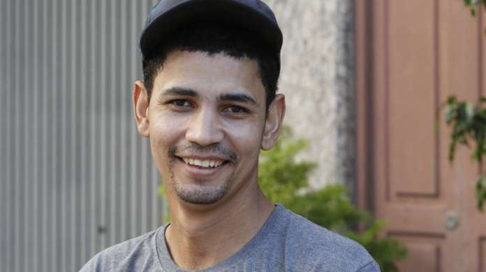 PETER SANTOS, 28 anos, mototaxista, mora na Lapa.