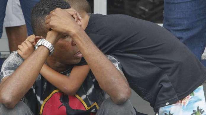 Carlos Alberto estava inconsol�vel com a morte da mulher, V�nia Lopes, na Baixada Fluminense