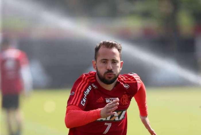 Everton Ribeiro acredita que o time vá reencontrar o bom futebol