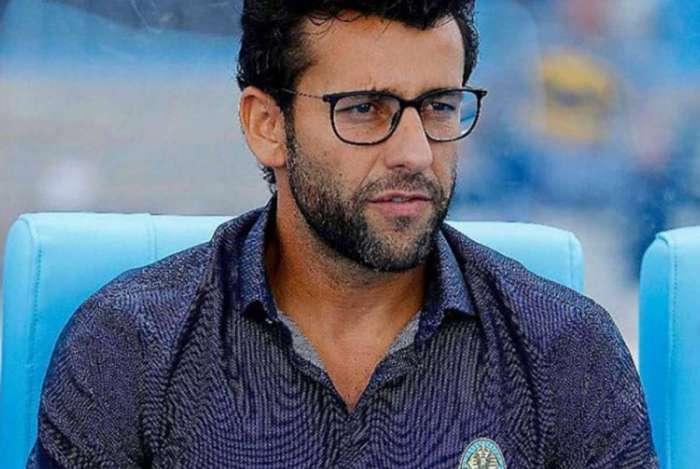Alberto Valentim fechou com o Vasco