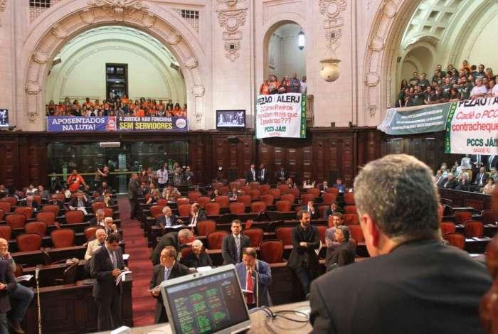 Das galerias da Alerj, os servidores acompanharam a votação e pressionaram os deputados