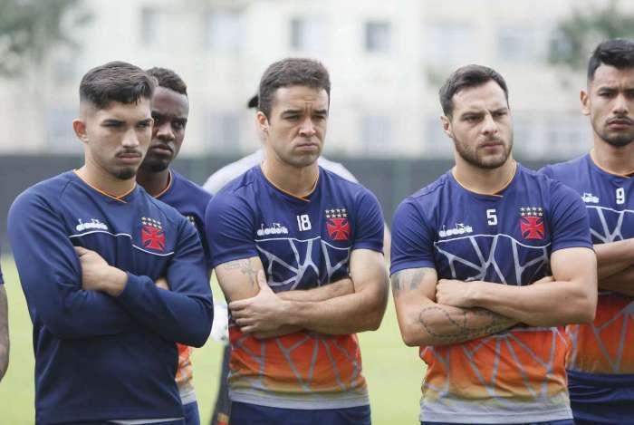 Andrey (E) e Lenon são duas das novidades do Vasco para o duelo com o Atlético-MG no Independência